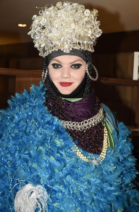 Excentrický britský návrhář zahájil v Praze Festival udržitelné módy. V plánu je, že potrvá do 29. března.