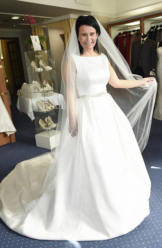 Bára na zkoušce svatebních šatů