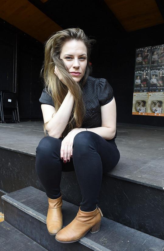 Herečka chodí s uměleckým sklářem Martine, konkrétnější být nechtěla.