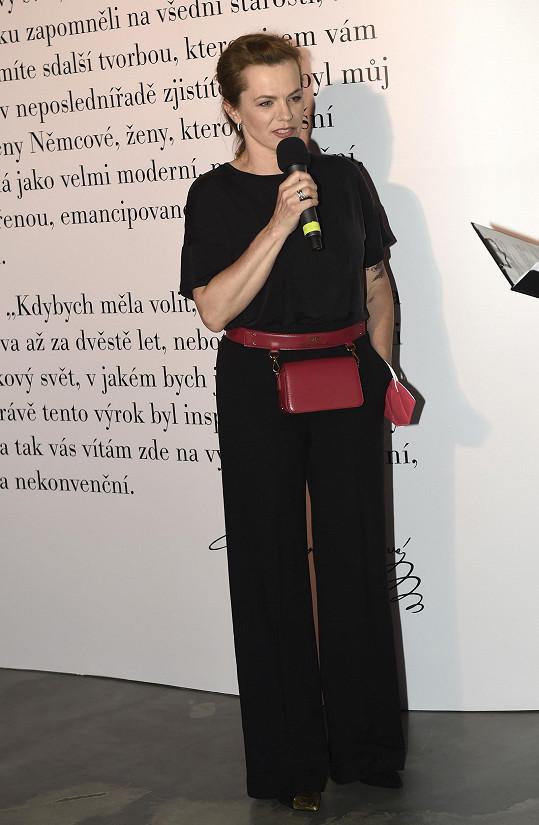 Marta Jandová zahajovala výstavu Svět pohádek Boženy Němcové...