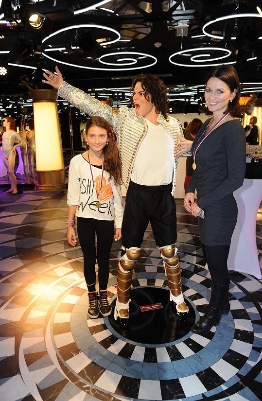 Adéla s dcerou na narozeninách Radky Kovaříkové v muzeu voskových figurín