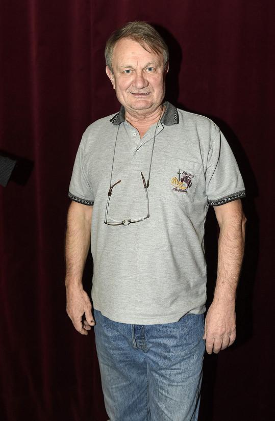 Jiří Adamec byl odvolán z muzikálu Robinson.