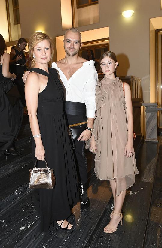 Herečce dělala společnost dcera Sofie a kamarád Honza Pokorný, který se postaral o výběr šatů pro ni a dceru.