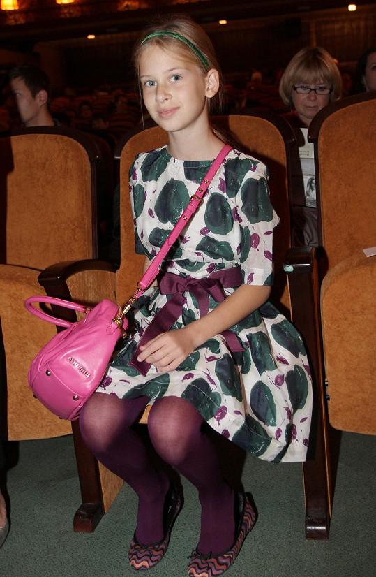 Před pár lety dcera Pavola a Daniely nosila holčičí šatičky.