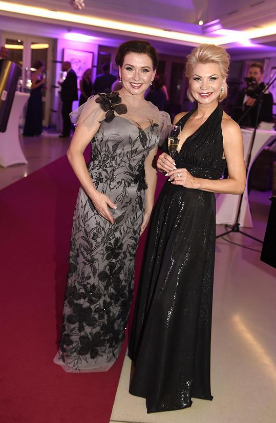 Herečka s návrhářkou Natali Ruden