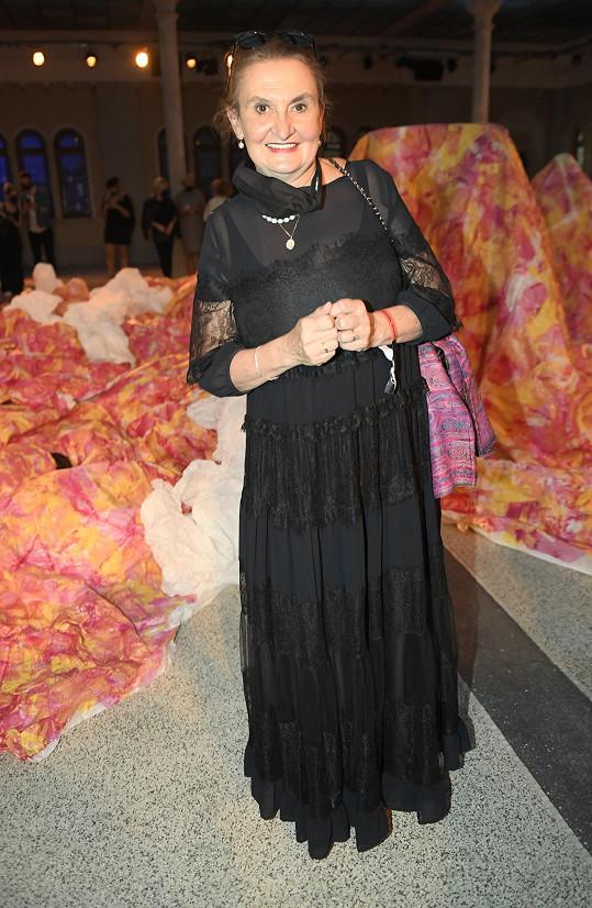 Herečka byla nadšená z výtvarné performance Liběny Rochové propojující módu, tanec, hudbu a světlo.