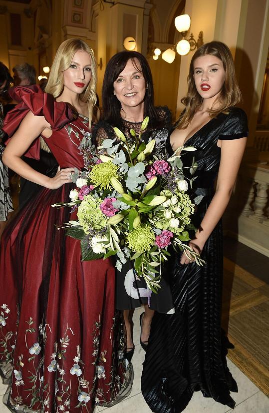 Beata s modelkami Karolínou Mališovou a Natálií Jiráskovou