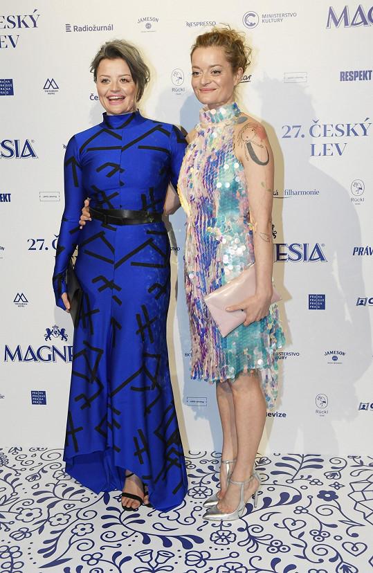 Erika Stárková a její sestra Lenka Neužil Stárková (vpravo) jsou si neuvěřitelně podobné.