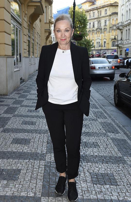 Bára Basiková vyrazila na křest dívčí kapely.