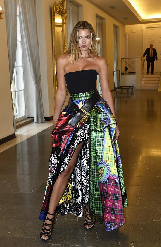 Hana Jiříčková oblékla na finále model Versace.