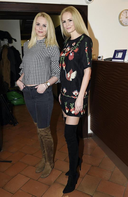 Lucie se sestrou Kateřinou