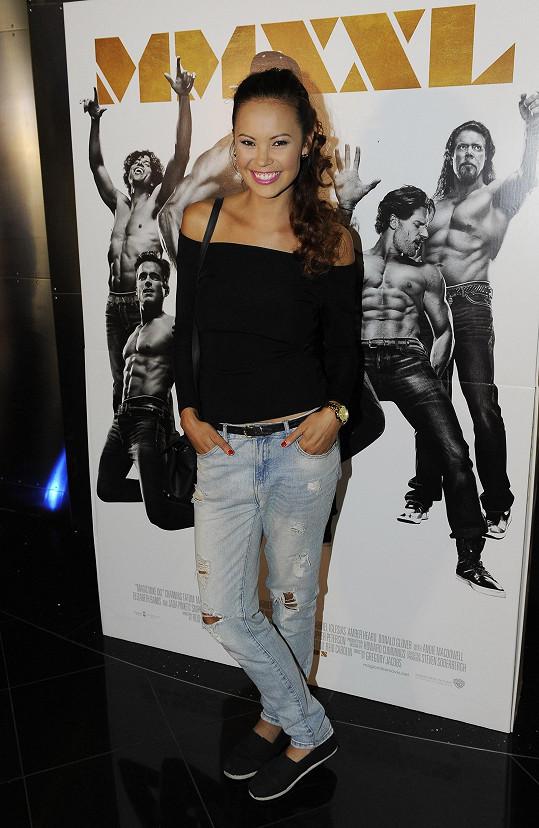 Monika s filmovým plakátem