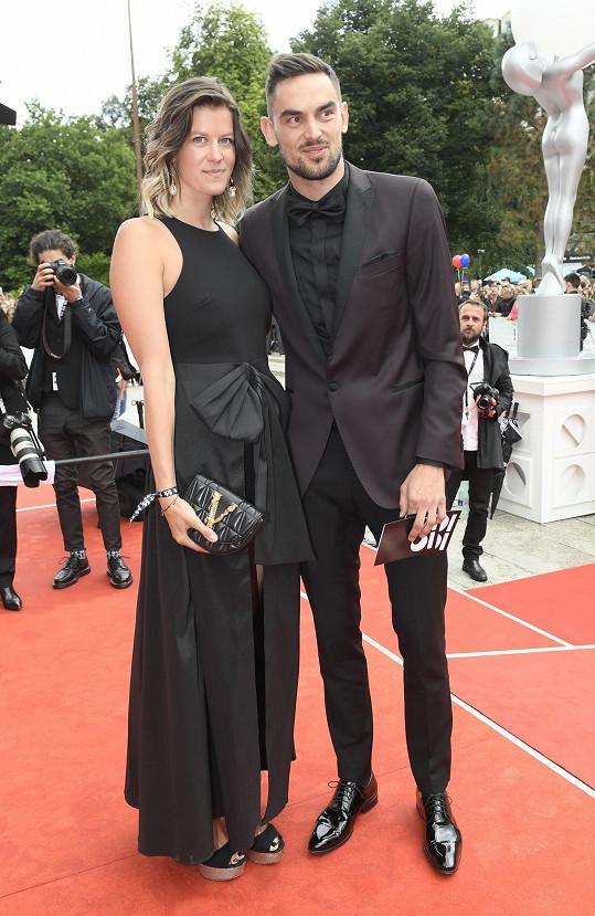 Basketbalista Tomáš Satoranský s manželkou Annou