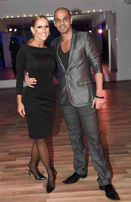 Se svým tanečním partnerem Zdeňkem nabízí také vystoupení na společenských akcích.
