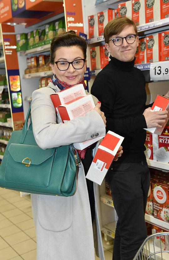 Dana Morávková vyrazila se synem na nákupy.
