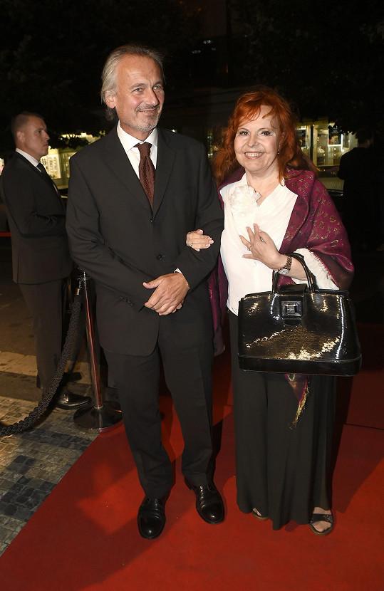 Zpěvačka Marcela Holanová s přítelem Bohumilem Pikhartem