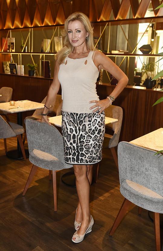 Čerstvá padesátnice Kateřina Brožová vypadá mnohem mladší.