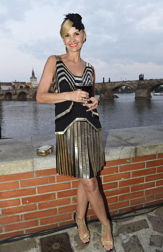 Tamara v luxusních šatech Gucci