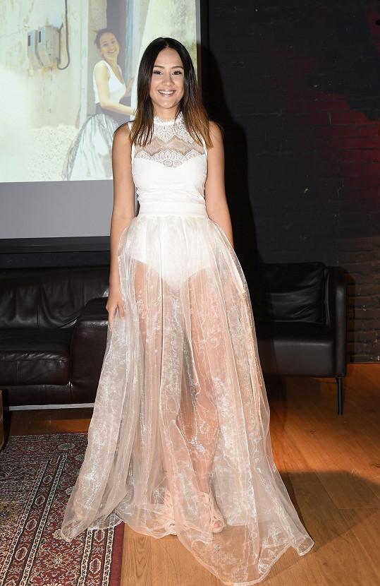 Eliška Rusková si vzala nejodvážnější šaty, které oblékla i v novém videoklipu.