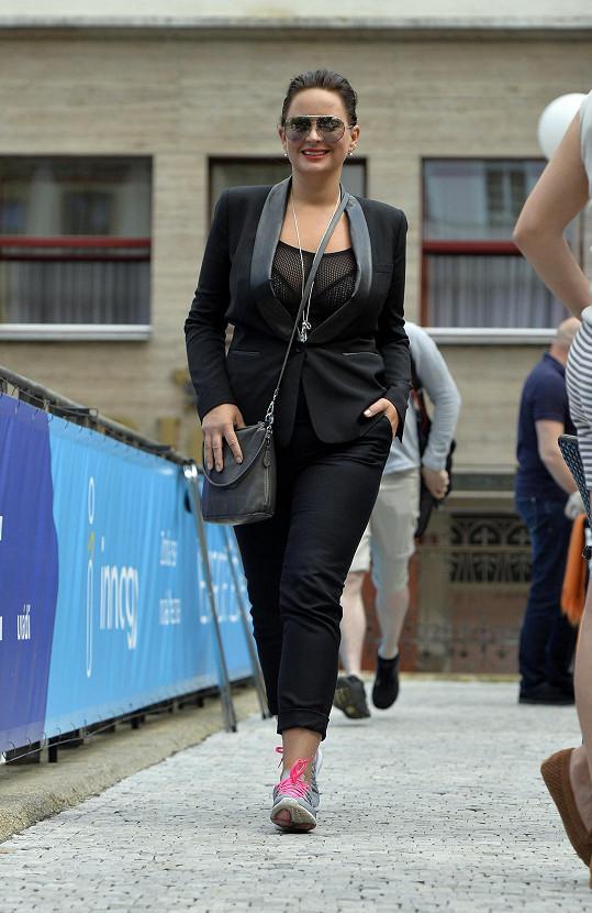 Jitka Čvančarová dokázala být sexy i při procházce na kolonádě.