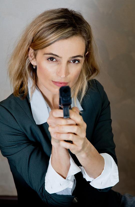 Jirešová si bohužel premiéru Kvítku mandragory jako kriminalistka Sylvie nezahraje.