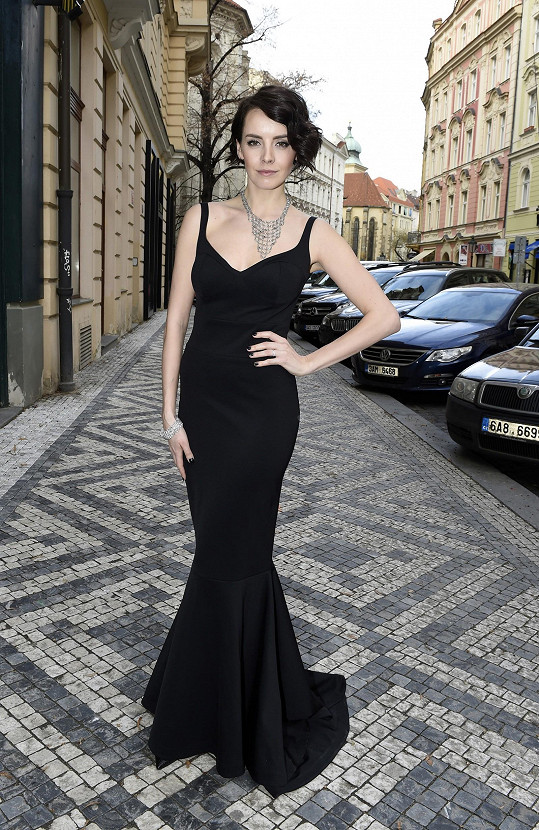 Jednoduché černé šaty