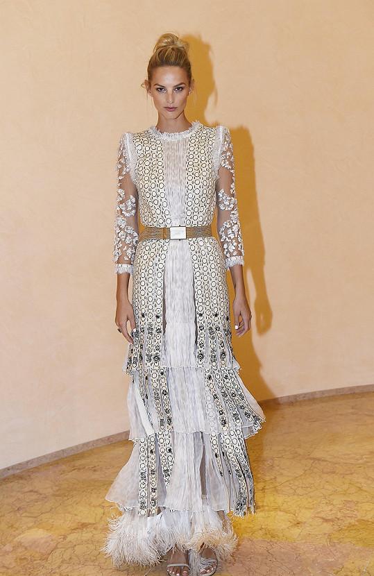 Jedny z nejkrásnějších šatů z aktuální kolekce Roberta Cavalliho měla na sobě slovenská ambasadorka letošního ročníku Michaela Kociánová.