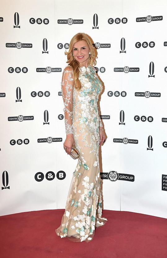 Couture róbu od značky Alfredo Villalba si pořídila Tamara Kotvalová už s předstihem. Přípravy před plesem si spíše užívala.