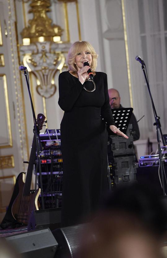 Hana Zagorová na vzpomínkovém koncertě pro Karla Svobodu.