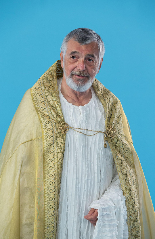 Jiří Bartoška jako Pán Bůh v pokračování Anděla Páně