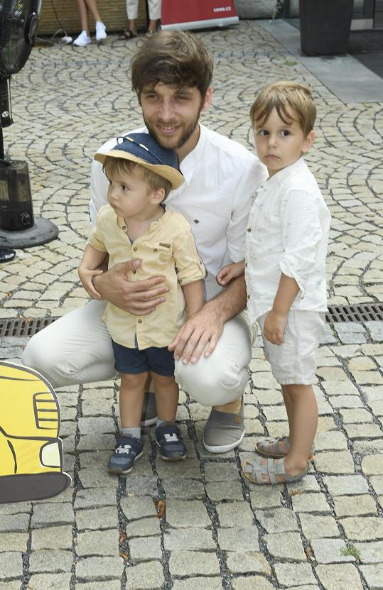Roman Tomeš se syny Kristiánem a Jonášem