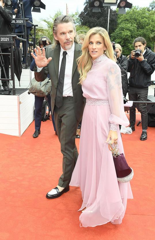 Herec Ethan Hawke s manželkou Ryan