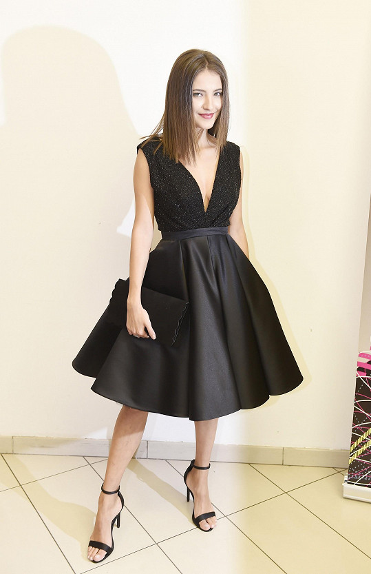 Sara nejčastěji obléká šaty od Hermine Khalaf Pogosyan.