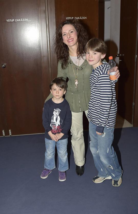 Tady je se svojí skutečnou mámou Ditou Hořínkovou a mladším bratrem.