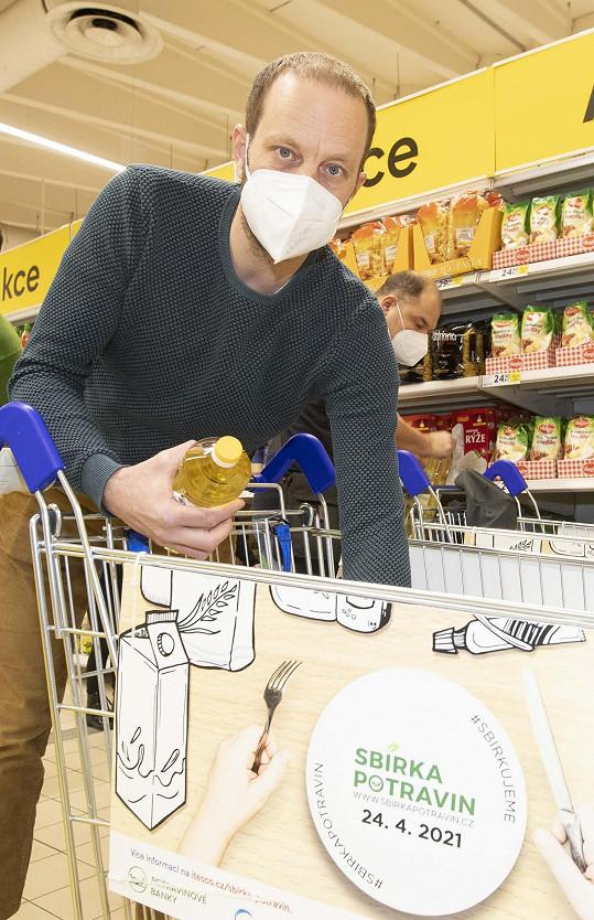 Jan Teplý se zapojil do Sbírky potravin, která pomocí tzv. virtuálních Balíčků pomoci trvala do neděle 2. května.