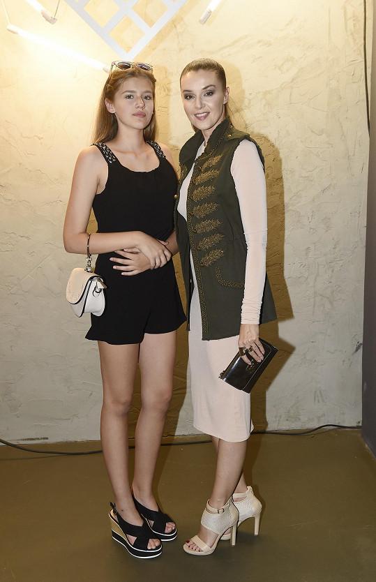 Iva s dcerou Natálkou na párty k 25. výročí Potten & Pannen