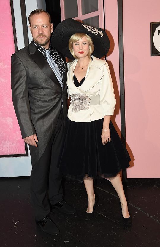Filip Blažek a Jitka Schneiderová hrají manžele.