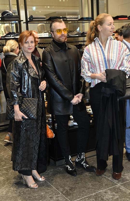 Jitka dorazila na akci se stylistkou Milenou Zhuravlovou a stylistou a kamarádem Honzou Pokorným, který plní její šatník.