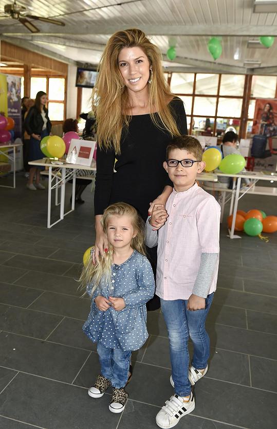 Victoria s dětmi na akci Kočárkem Prahou