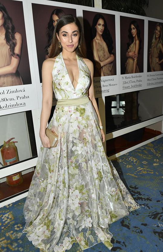 Bývalá Česká Miss Michaela Habáňová též vsadila na větší dekolt.