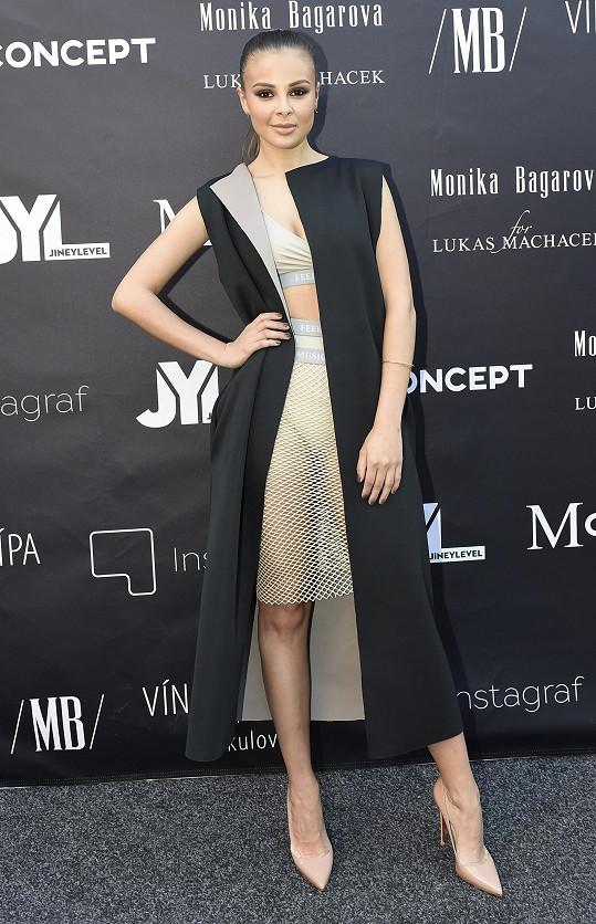 Monika v osobně navrženém modelu