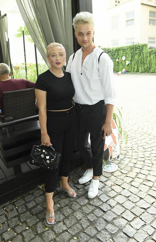Na akci dorazila zpěvačka s kolegou Janem Fantou, semifinalistou šesté řady SuperStar.