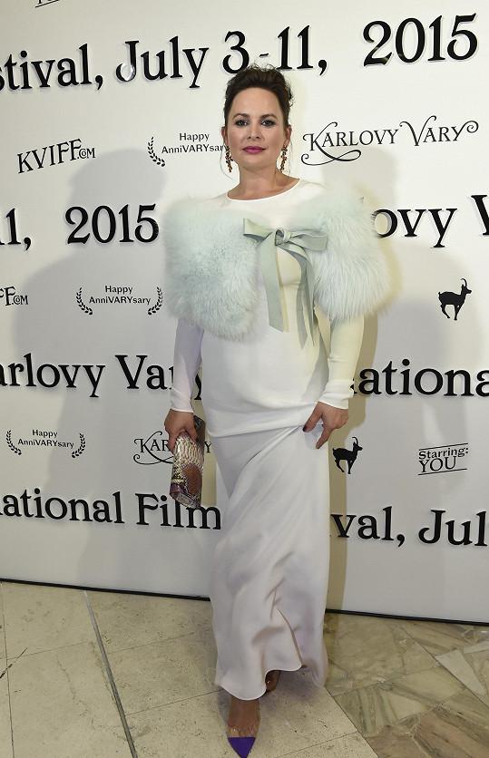 Čvančarová za svůj módní přešlap zase až tolik nemohla, neboť ji do této záležitosti oblékli stylisté.