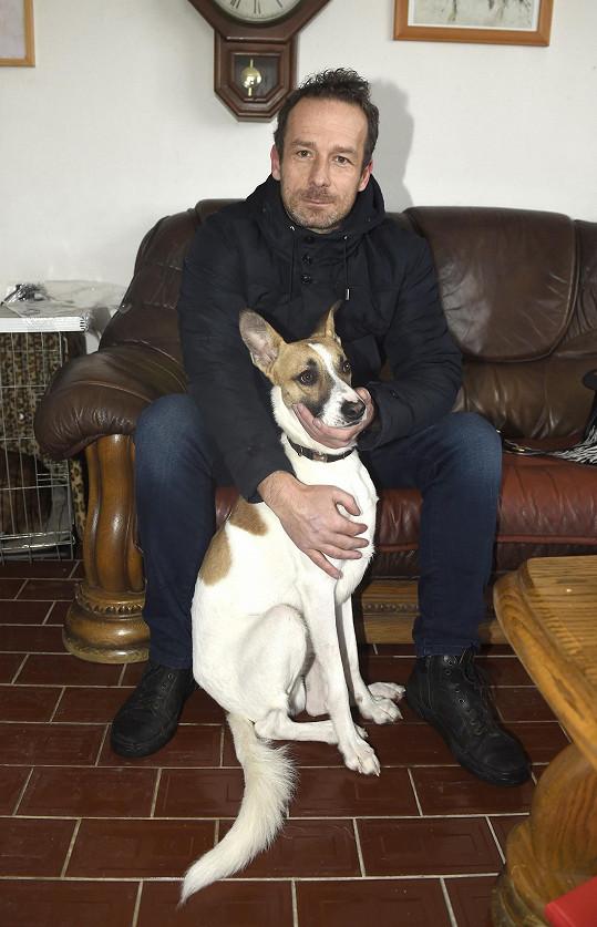 Filip Rožek se psem Gumpem, podle jehož příběhu napsal nejprve knihu a poté vznikl i film.