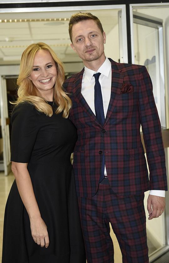 V pauze mezi natáčením se Monika vyfotila s Ondřejem Rumlem.