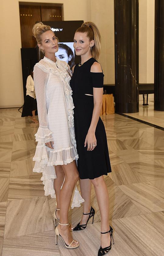 Michaela s českou topmodelkou Lindou Vojtovou. Pojí je blízké přátelství.