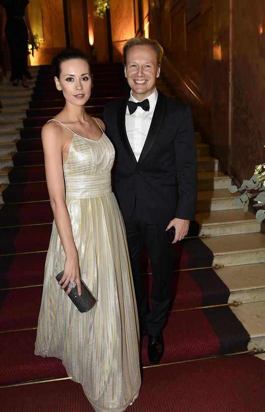 Na ples Kateřinu doprovodil manžel Jiří Wohlmann.