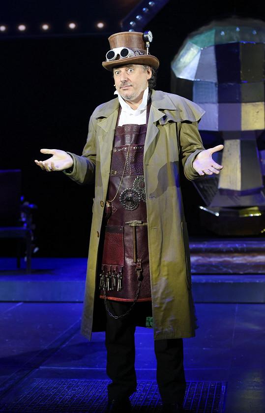 Marian Vojtko jako čaroděj v muzikálu Čarodějka