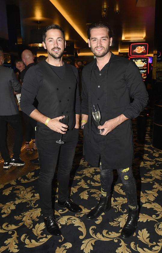 Na party se z pěvecké branže objevili také Jan Kopečný a Petr Ryšavý (vlevo), kteří po změně image vypadají jako dvojčata.