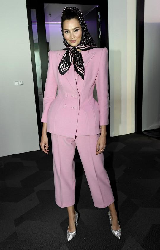 Na módní show Vandy Jandy předváděla kolekci s názvem University.